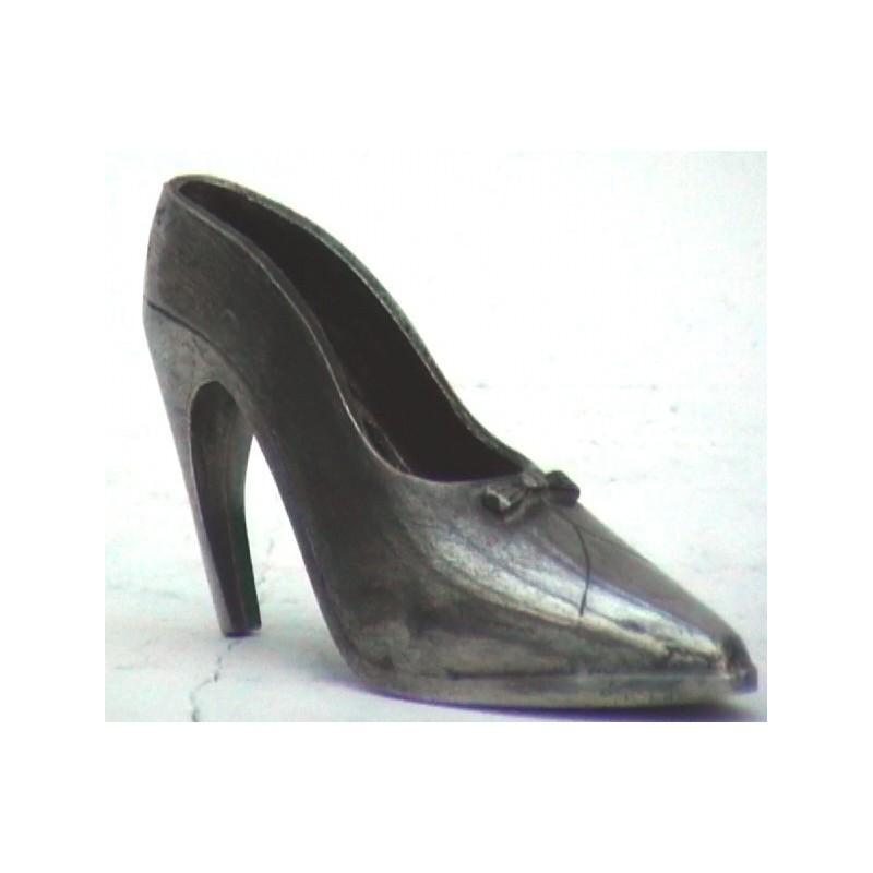 Chaussure en étain