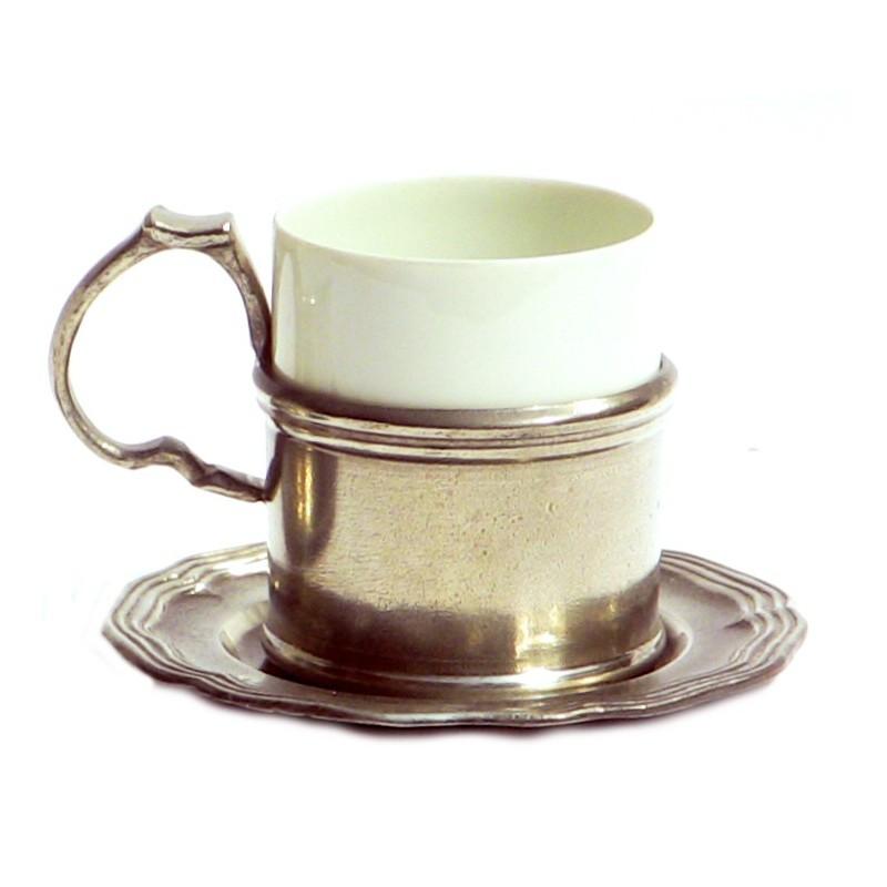 Tasse a café en étain